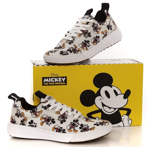 5378393a4265b5 DEADSTOCK Disney x Vans Mickey Mouse shoes